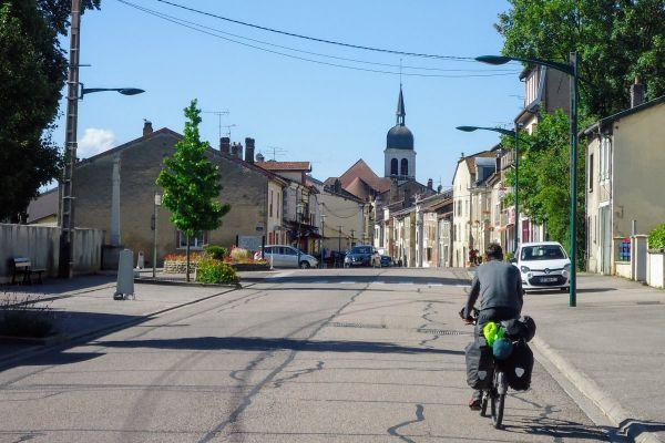 een-frans-dorpje-langs-de-maasfietsrouteFC2F6150-D22B-14F6-6D1D-CF0F17F4E9BE.jpg
