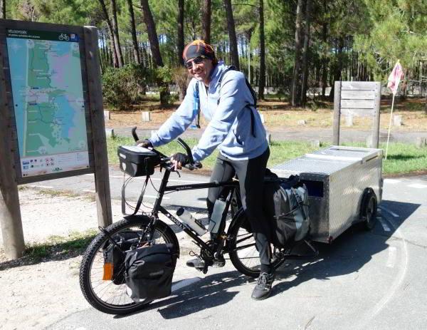 Met zo'n fietskar trek je natuurlijk de aandacht langs de Tour de Gironde
