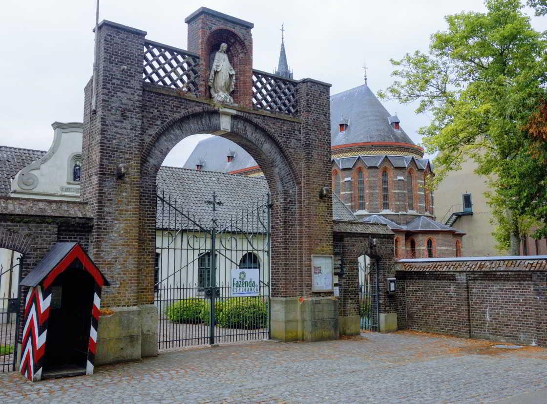 Voorzijde Achelse Kluis in België