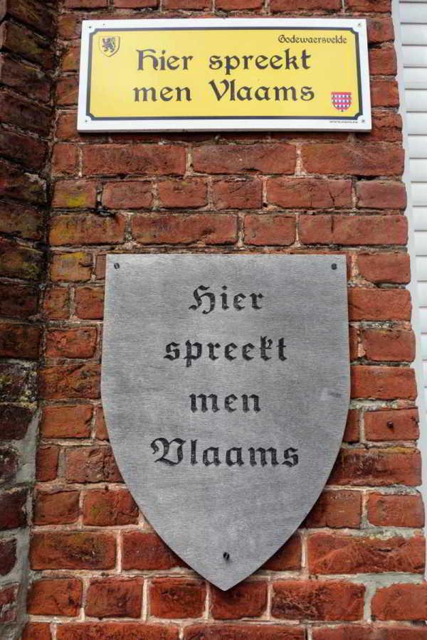 Bordje 'Hier spreekt men Vlaams'