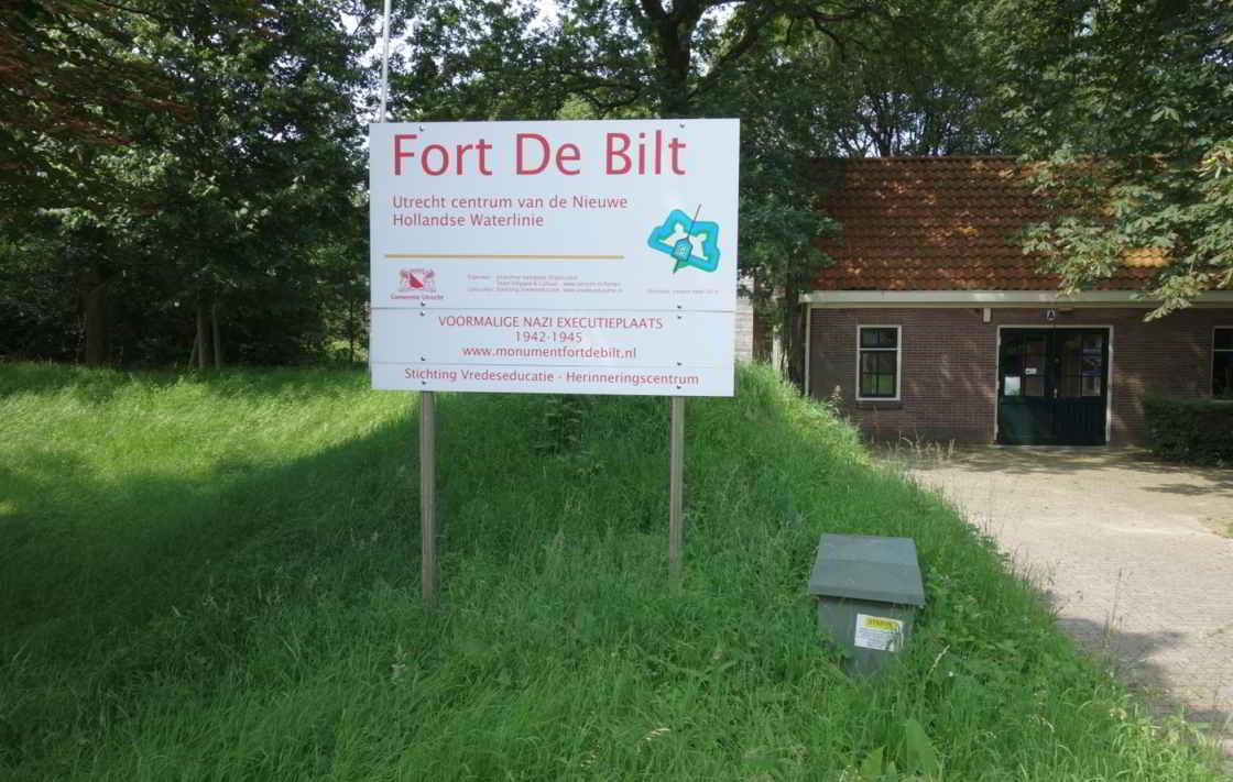 Borden bij de voorkant van Fort de Bilt