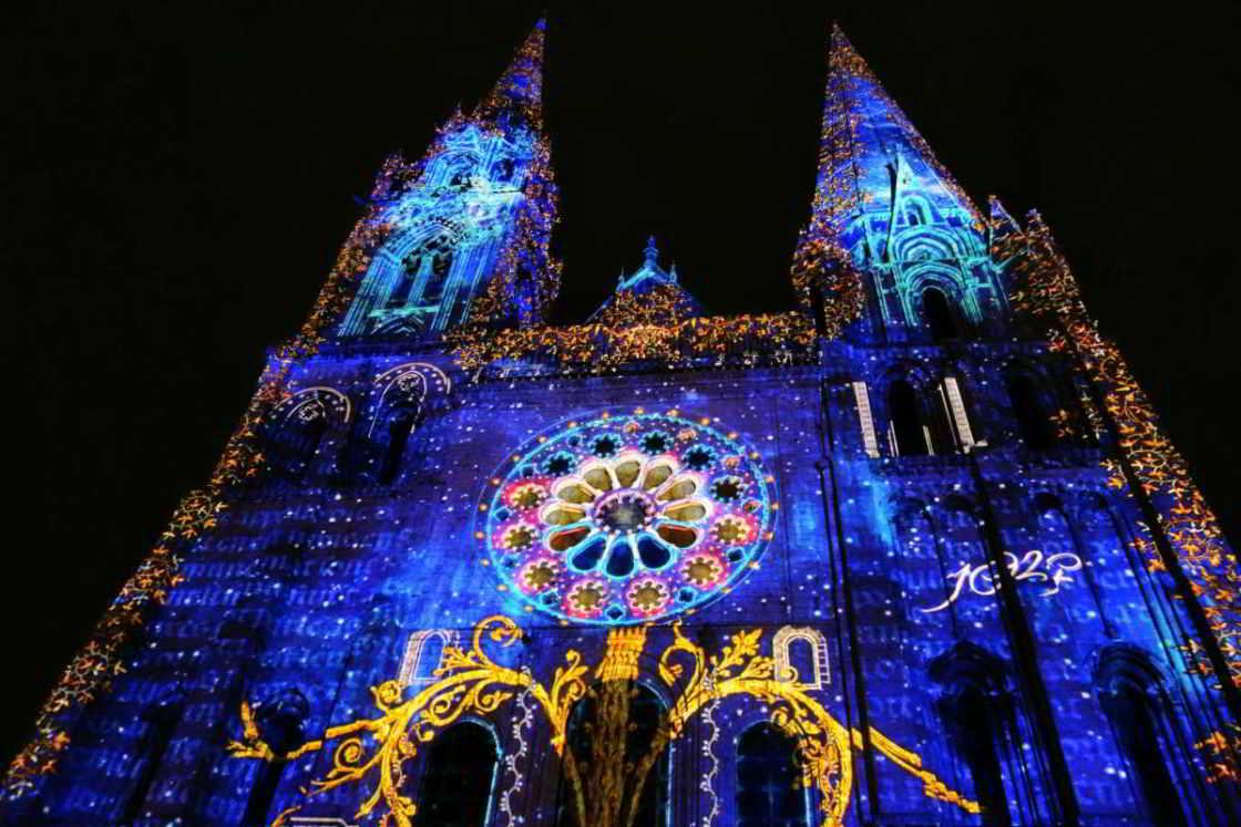 Lichtshow bij de kathedraal van Chartres