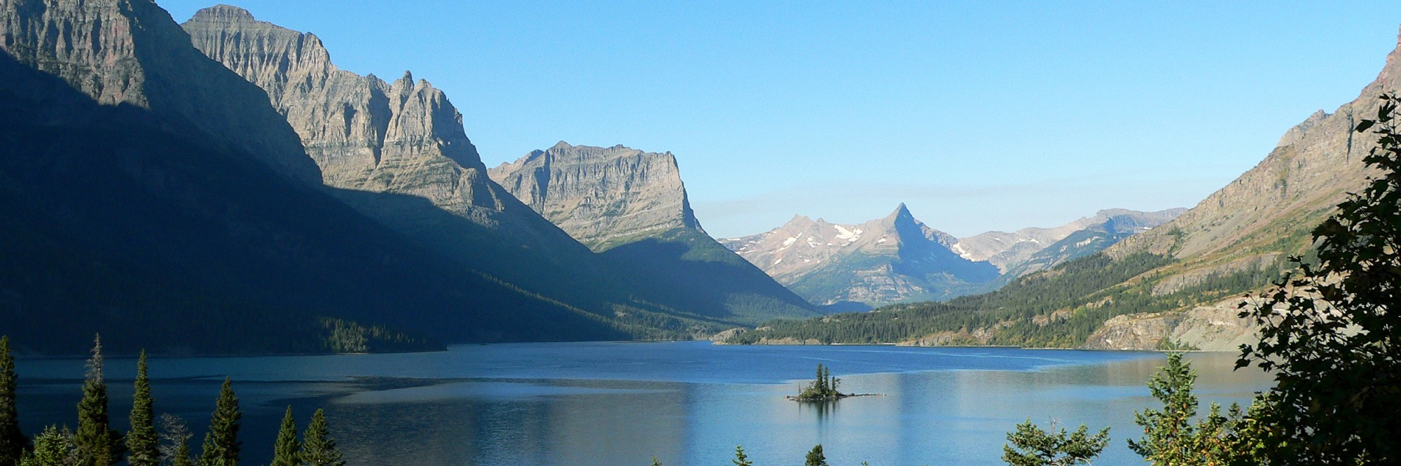 Fietsen door de Rocky Mountains, foto Saint Mary Lake