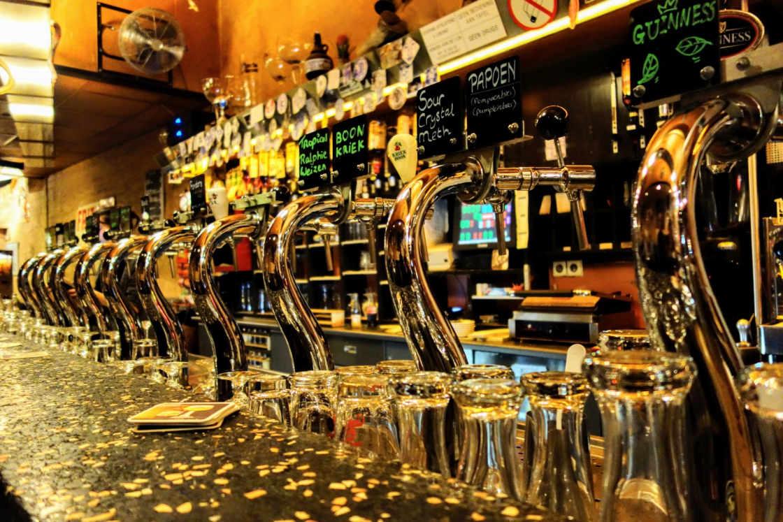 Kafé België heeft tal van internationale biertjes in het aanbod