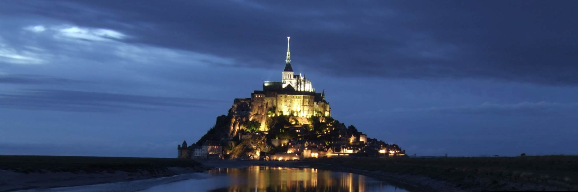 header foto tour de manche mont saint michel by night {{Information |Description={{en|1=The Mont St. Michel at night with a reflection in the water}} |Source=Own work by uploader |Author=Lubosz |Date=2008:07:28 22:33:47 |Permission= |other_versions= }} specification{{Coor dms|48|37|36|N|1|30|