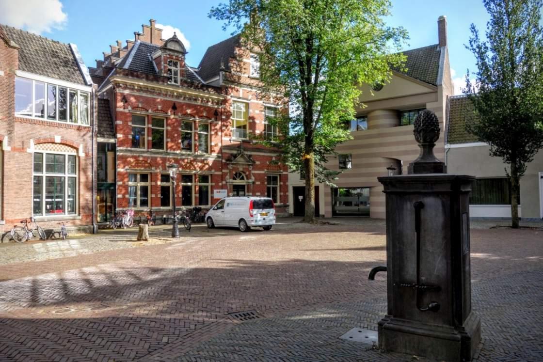 Foto van het Pieterskerkhof in Utrecht