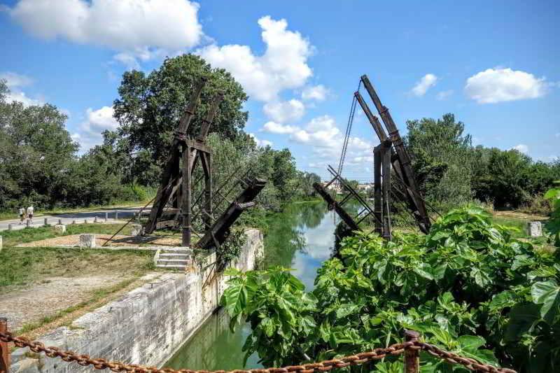 zicht op bruggetje bij Pont Van Gogh