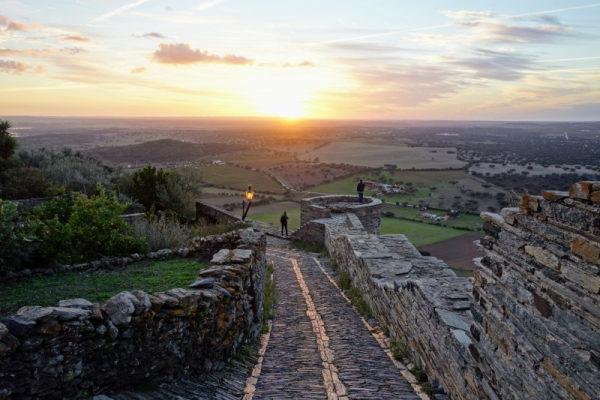 zonsondergang bij Monsaraz in Portugal