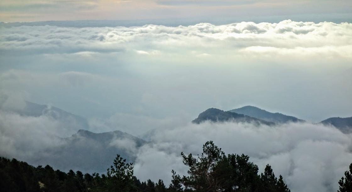 wolkenformatie in Catalaans natuurpark