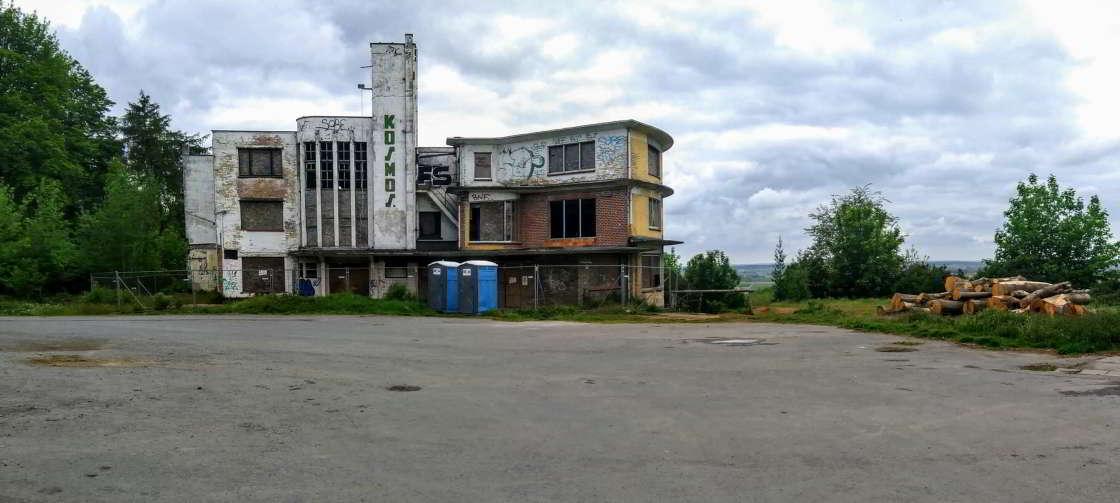 Hotel de Kosmos in verval