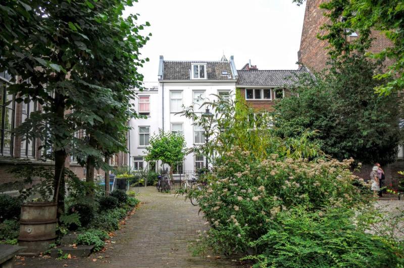 Beeld van het Abraham Dolehof, onderdeel van de Steegjestocht Utrecht