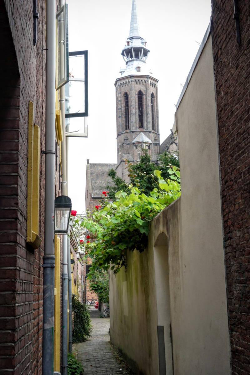 Doorkijkje in de Reguliersteeg in Utrecht