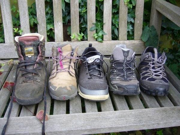 diverse wandelschoenen plus het gewicht