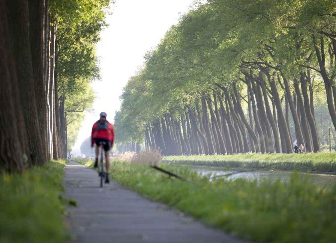 Jaagpaden langs kanalen en vaarten zijn opgenomen in het fietsnetwerk West-Vlaanderen